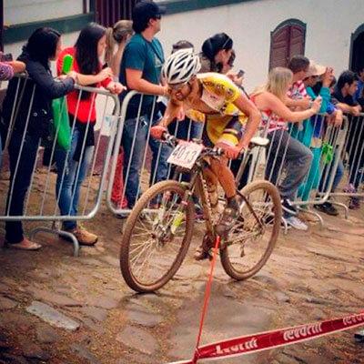 Foto do José Ilson pedalando em um campeonato